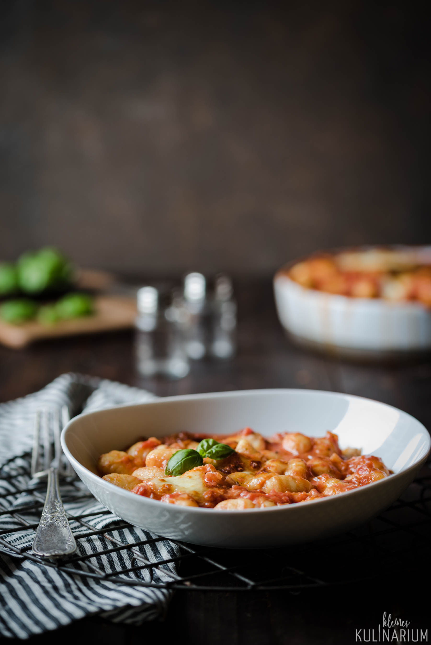 gnocchi alla sorrentina gnocchi in tomatensauce kleines. Black Bedroom Furniture Sets. Home Design Ideas