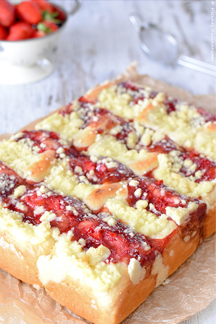 Puddingbuchteln Mit Erdbeerfullung Und Streuseln Kleines Kulinarium
