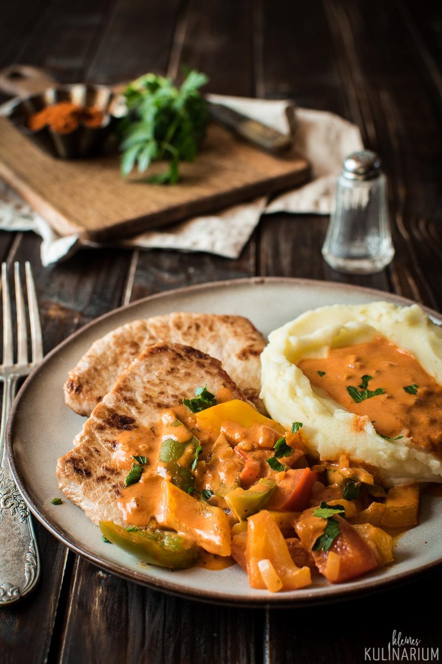 Paprikaschnitzel mit cremiger Sauce - Kleines Kulinarium