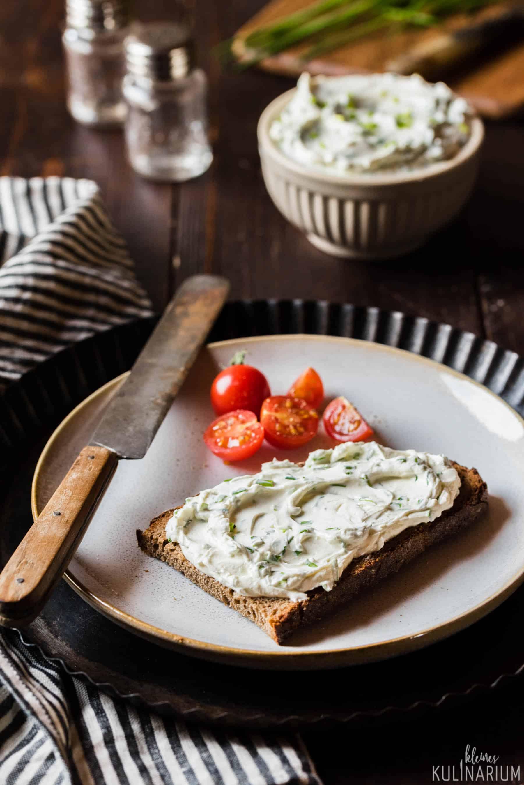 Selbstgemachter Kräuterfrischkäse und meine YULA-Pflanzgefäße - Kleines Kulinarium