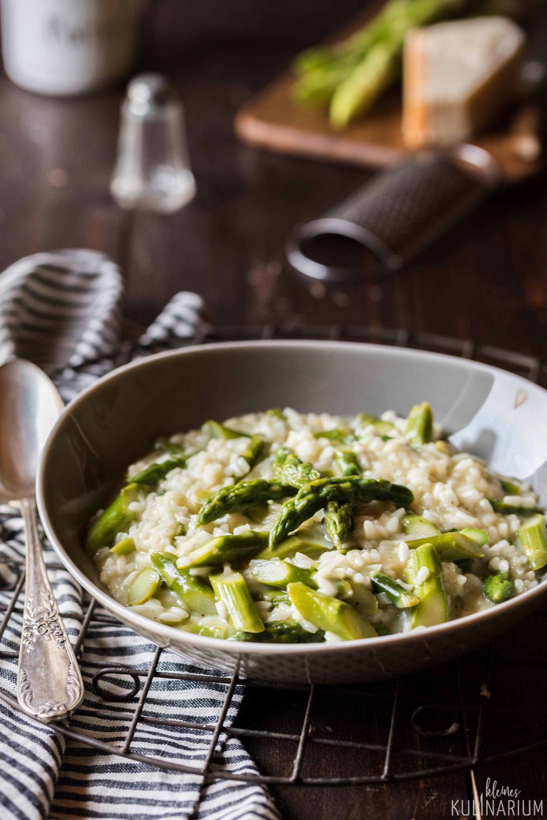 Spargelrisotto Risotto mit grünem Spargel - Kleines Kulinarium