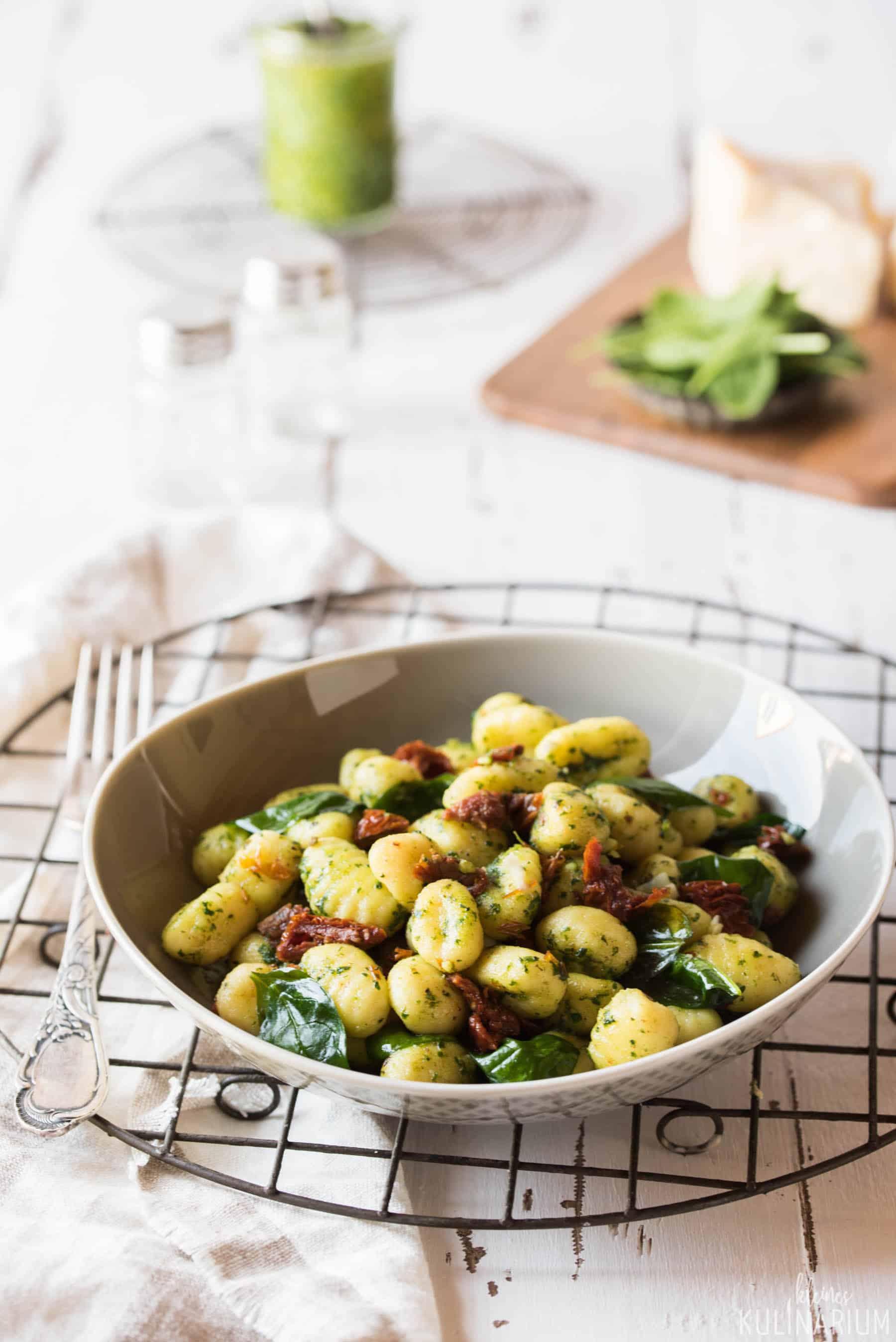 Gnocchi mit Spinatpesto und getrockneten Tomaten - Kleines Kulinarium