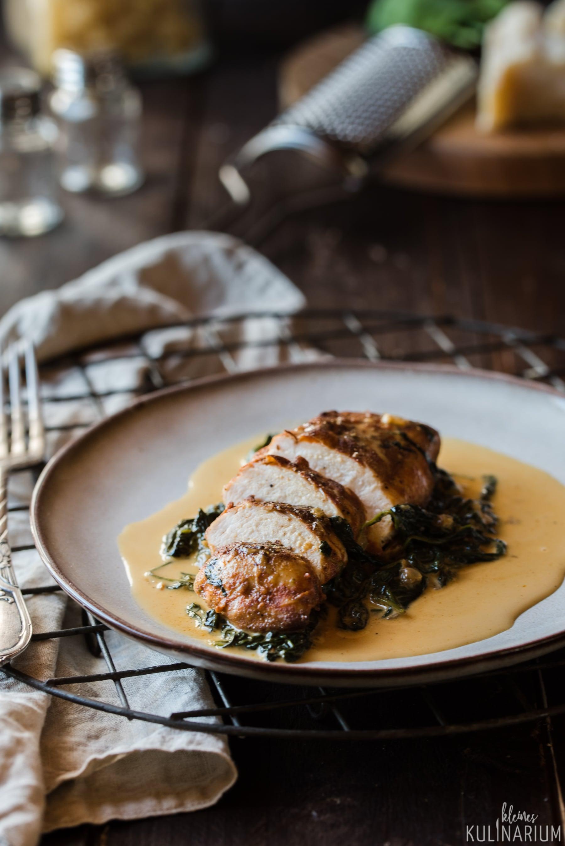 Saftige Hähnchenbrust mit Babyspinat - Kleines Kulinarium