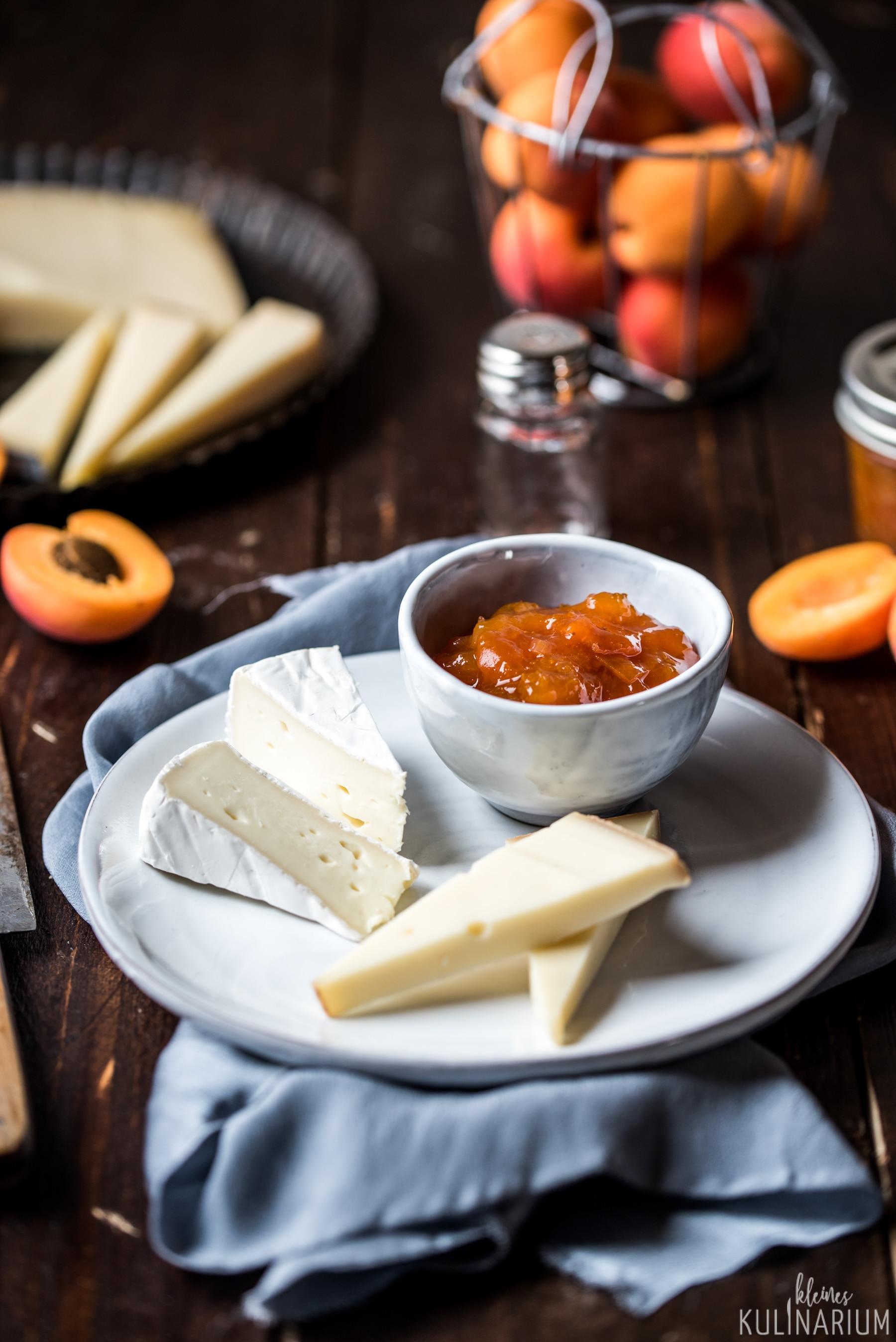 Aprikosen Chutney mit Käse