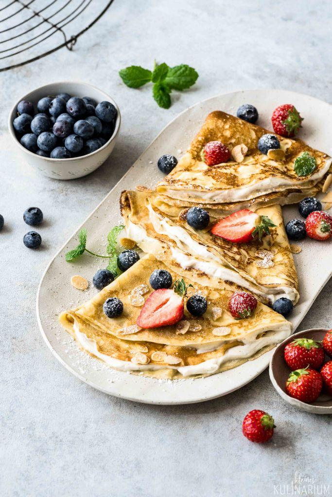 Gefüllte Crêpes mit Quarkcreme und Beeren - Kleines Kulinarium