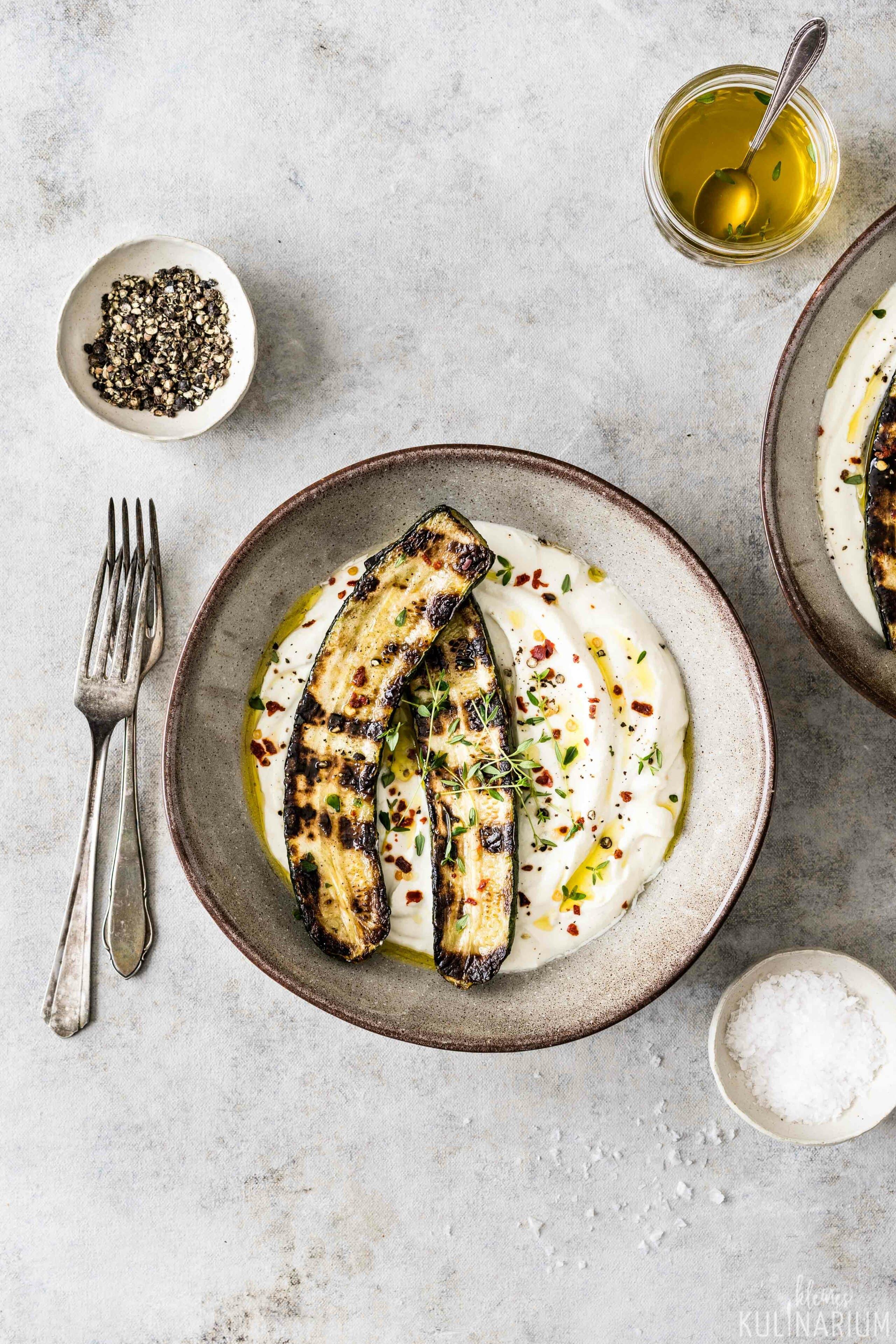 Gegrillte Zucchini mit Fetacreme - Kleines Kulinarium